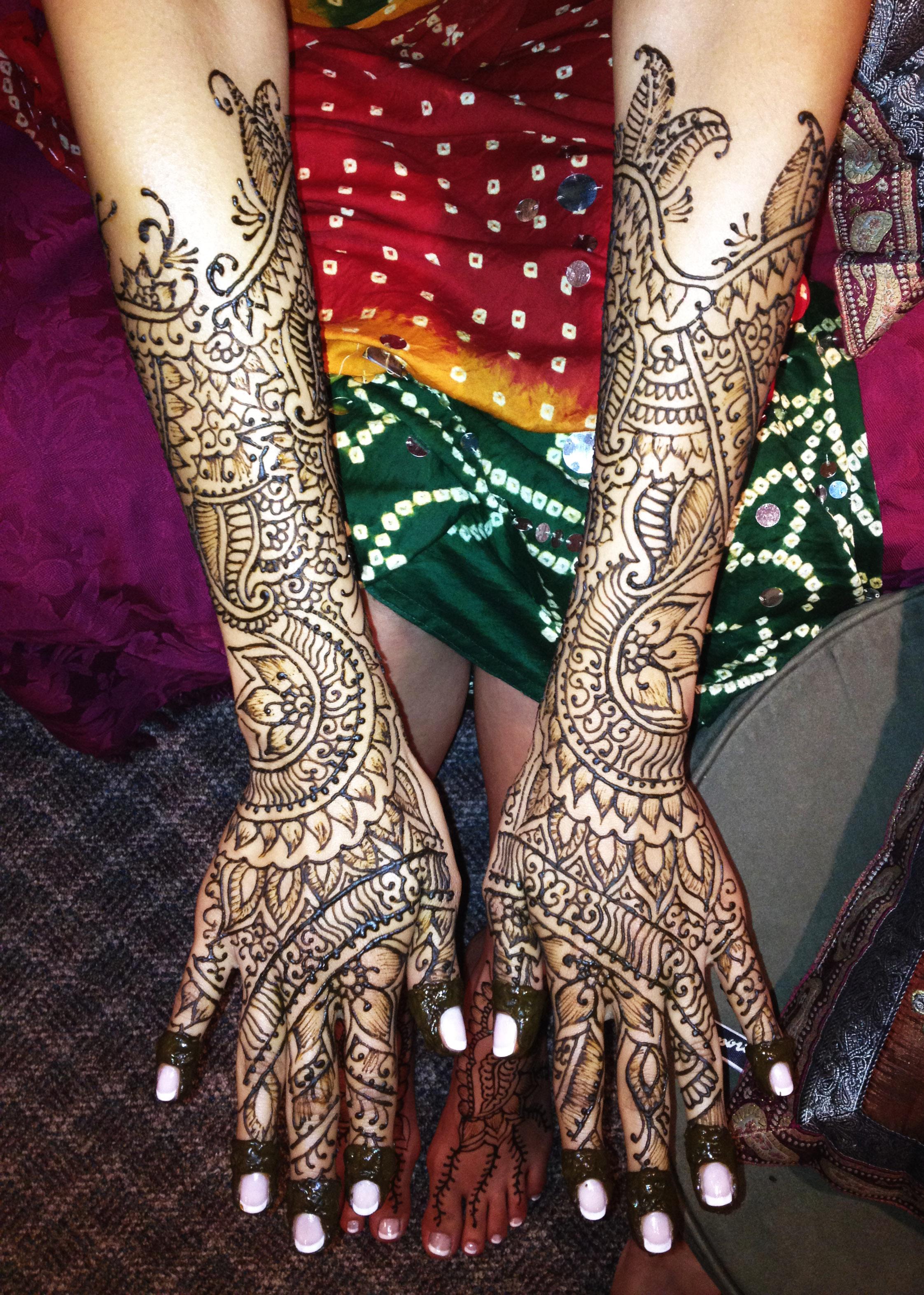 henna-hands-bridal-silknstone.jpg